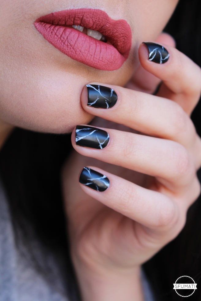 nail-art-marbre-noir-3