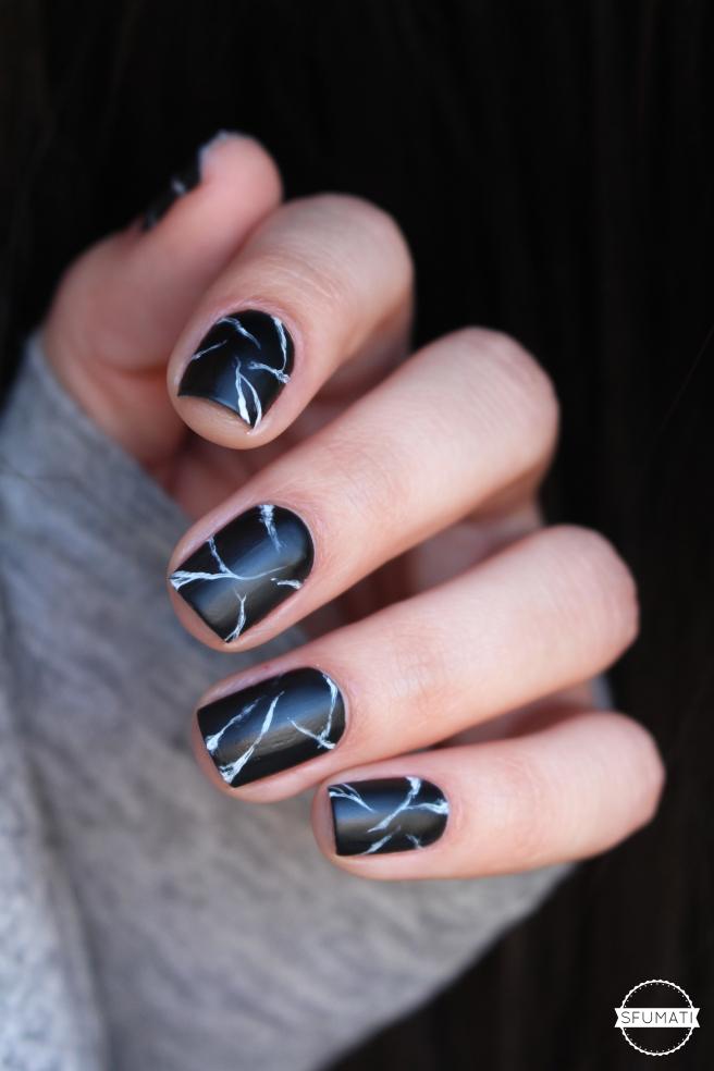 nail-art-marbre-noir-7