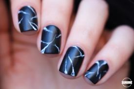 nail-art-marbre-noir-8