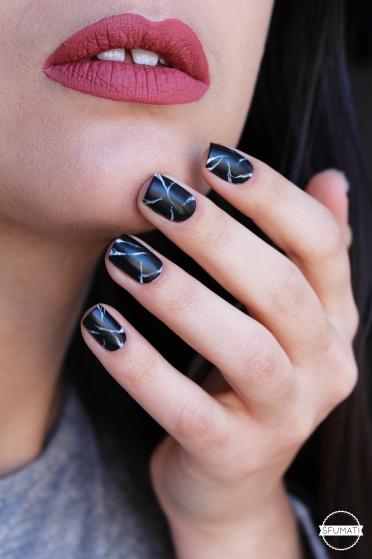 nail-art-marbre-noir