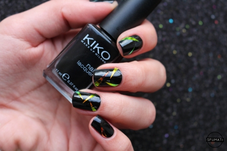 nail-art-triangle-noir-holo