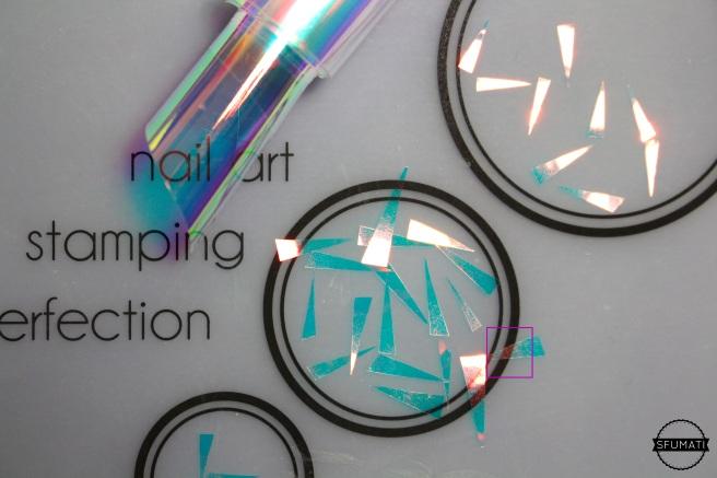 papier-iridescent-nail-art-holo 2.jpg